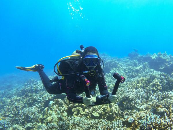 UWPG Jenna Szerlag diving Lanai, HI with the Micro 3.0 Pro 5000 Duo Set