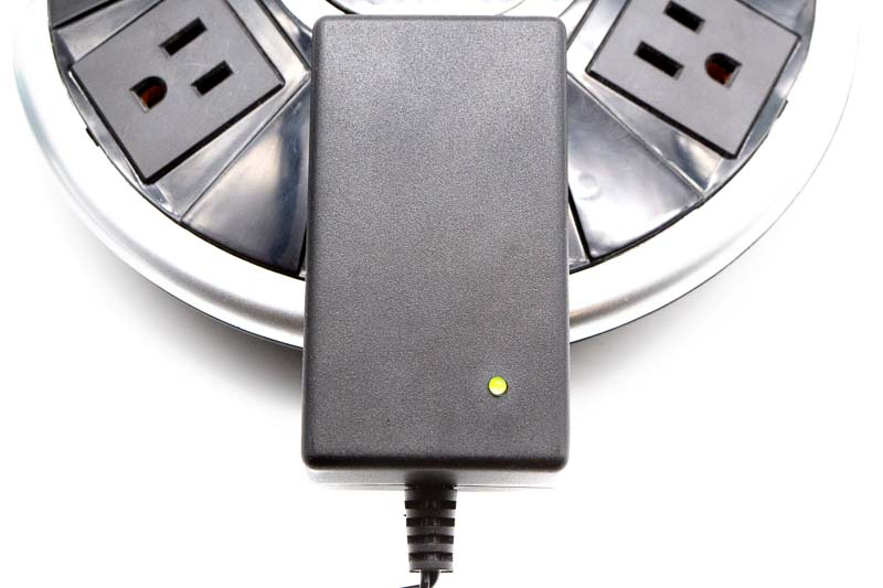 A green light on the wall adapter indicates the cord has power. A red light indicates it has power and is plugged into the Sola Light.