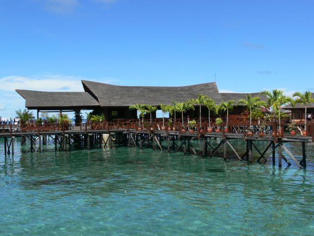 scuba diving at sipadan water village mabul borneo malaysia
